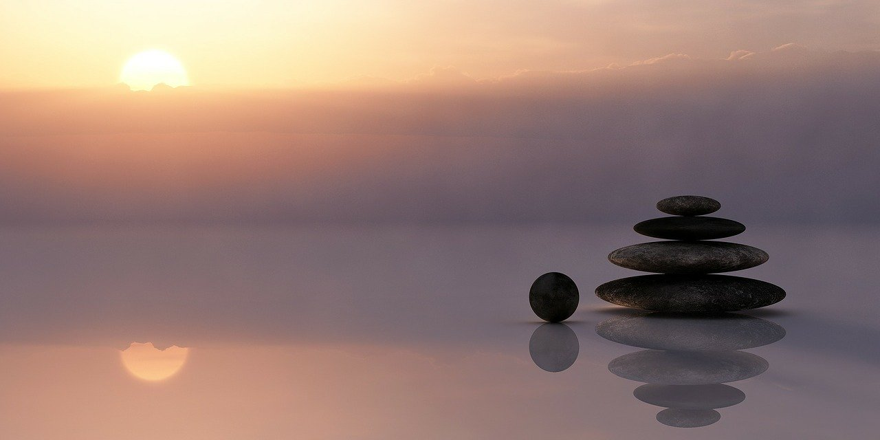 バランス 瞑想 サイレント 残り 空 太陽 雲 日の出 日没 石 石塔 ウェルネス 刃 磨く 7つの習慣 生きる 価値
